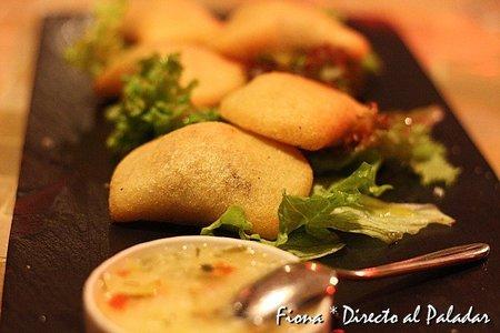 empanaditas criollas con su ají