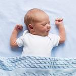 Un nuevo estudio afirma que los bebés podrían dormir más tiempo si lo hicieran en su propia habitación
