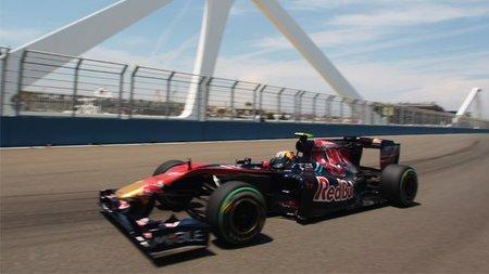 GP de Europa 2010: Jaime Alguersuari, en lucha con Felipe Massa y Michael Schumacher pero fuera de los puntos