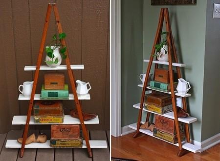 Recicladecoración: una estantería hecha con dos viejas muletas de madera