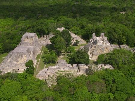 """Más allá de Teotihuacán y Chichén Itza: las mejores 21 zonas arqueológicas """"desconocidas"""" para visitar en México"""