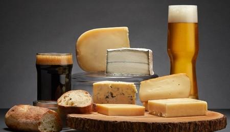 Tips para maridar cervezas artesanales con quesos