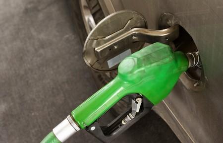 El seguro de tu auto podría asistirte con gasolina en caso de que la necesites