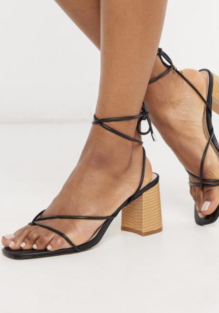 Sandalias De Tacon Cuadrado Con Tiras En Negro Jennifer De Raid
