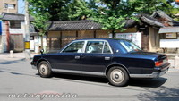 ¿Por qué en Japón hay retrovisores sobre el frontal de los coches?