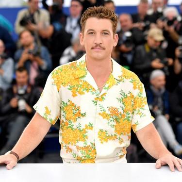 Miles Teller demuestra cómo se lleva el total look en blanco en primavera a su paso por Cannes