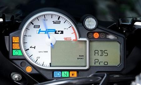 BMW HP4, tablero con ABS Pro