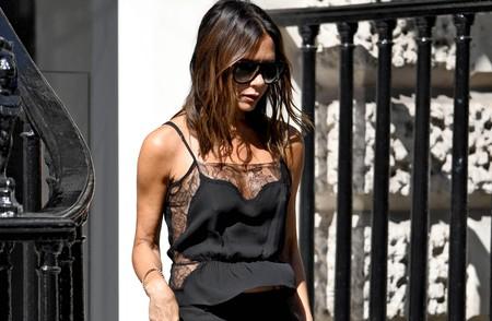 Victoria Beckham tiene las claves: así se lleva un total black en verano, palabra de experta
