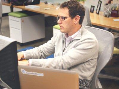 Reparar o sustituir ordenadores, ¿qué sale más rentable en la empresa?