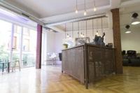 Espacios para trabajar: Ellectrika Showroom, una tienda de ropa diferente