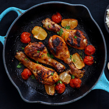 Jamoncitos de pollo picantes al horno: receta fácil para asar en sartén de hierro (o en cualquier fuente)