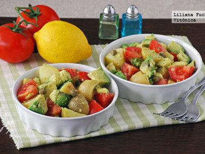 Ensalada templada de patata con aguacate y vinagreta de mostaza. Receta saludable