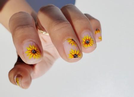 La manicura 'sunflower' se encarga de traer el verano a nuestras uñas de la forma más floral