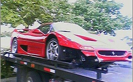 Ferrari F50 en la grúa