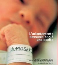 Polémica en Italia por el cartel de un recién nacido con un brazalete en el que se lee homosexual