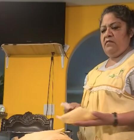 Así reacciona una verdadera cocinera mexicana al ver el pozole de Rachel Ray
