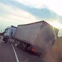 ¡Irresponsable total! Este vídeo retrata cómo conducía un camionero que superaba siete veces la tasa de alcohol