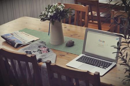 Google y Facebook permitirán a la mayoría de sus empleados trabajar desde casa hasta finales de 2020