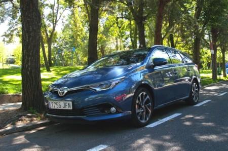 Probamos el nuevo Toyota Auris Touring Sports: motor y conducción