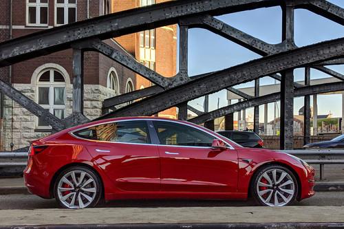 Si no quieres esperar a Tesla, estos son los coches eléctricos que competirán con el nuevo Model 3 de 35.000 dólares