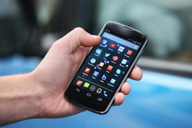 Tu cerebro cambia cuando tecleas en el teléfono móvil