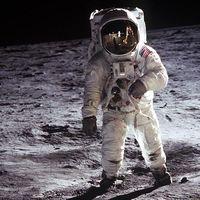 El chip de un cargador USB-C moderno es 563 veces más potente que la computadora que se usó en el Apollo 11