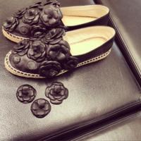 El drama de Anne Catherine Frey y sus alpargatas plagadas de camelias de Chanel