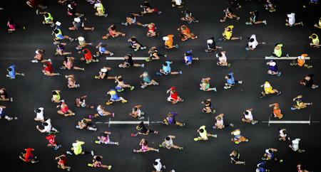 Estrategias para afrontar tu primera maratón: trucos para que los 42 kilómetros no se te hagan tan duros