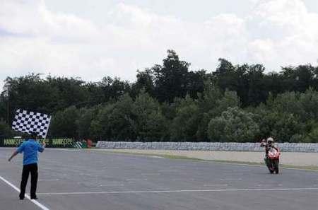 Max Biaggi regresa a la victoria en 'su' circuito