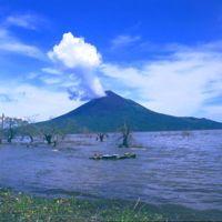 El volcán Momotombo en Nicaragua ha entrado en erupción por primera vez en 100 años