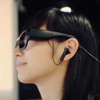 Unas gafas inteligentes que leen por ti (y te susurran las palabras) como ayuda a disléxicos y gente con problemas visuales
