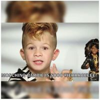 Moschino rompe estereotipos con su anuncio de Barbie protagonizado ¡por un niño!