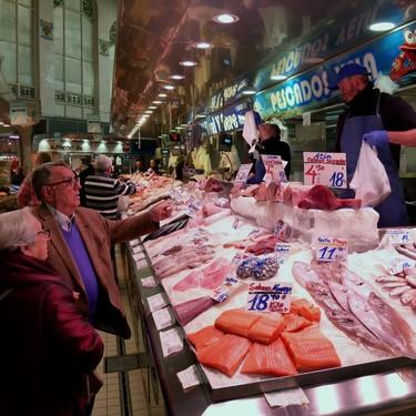 El plan de las pescaderías tradicionales para salvar un sector sin paro, pero que no atrae a jóvenes trabajadores (ni clientes)