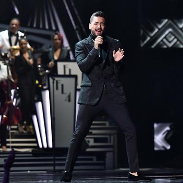 Maluma nos enseña cómo vestir un look de tres piezas en la red carpet los Latin Grammy