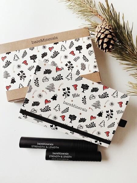Una paleta de sombras, una máscara de pestañas y un gel para cejas: tres imprescindibles de maquillaje de bareMinerals para esta Navidad que ya hemos probamos