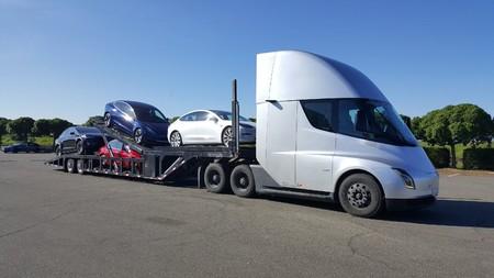 Tesla anuncia que la producción del camión eléctrico Tesla Semi no comenzará hasta 2020