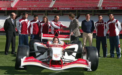 La Superleague Formula visita el estadio del Sevilla