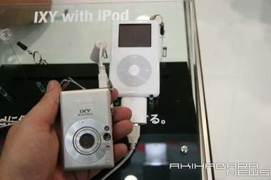 Canon IXY Digital conectándose con un iPod Photo