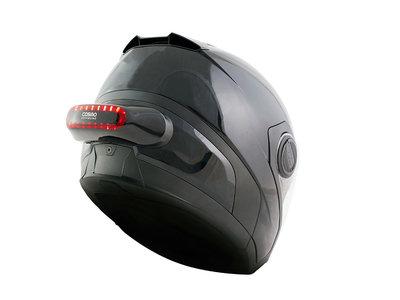 Cosmo Connected, un accesorio luminoso con GPS para el casco que puede salvar vidas