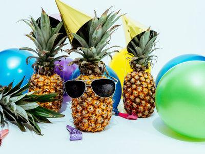 Cómo montar una fiesta tropical en casa para celebrar (o despedir) el verano