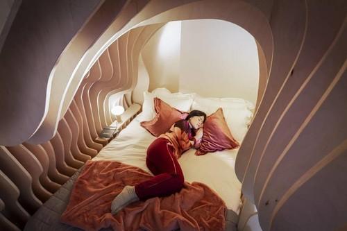 ¿Cómodo o inquietante? Un alojamiento con habitaciones que nos trasladan al útero materno