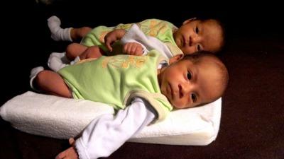 Hermanos gemelos, ¿qué ocurre si uno entrena y el otro no?