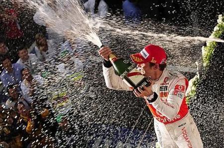 GP de Australia 2010: Jenson Button logra su primera victoria con McLaren en una carrera espectacular y caótica