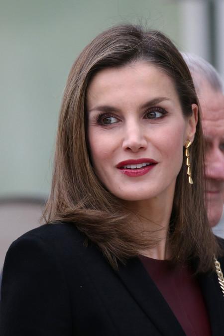 Doña Letizia recupera de su armario uno de sus vestidos más sexys