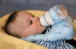 BottleMommie: un sistema peligroso para alimentar al bebé