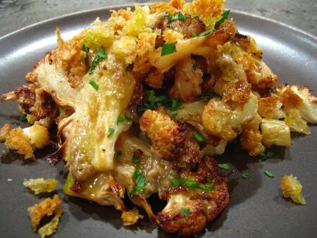Coliflor asada con queso de cabra y miel de maple, receta fácil y rápida para una cena de #LunesSinCarne