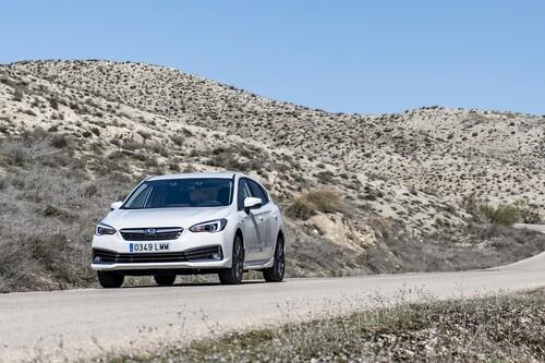 Probamos el Subaru Impreza ecoHYBRID: un coche híbrido que destaca por comodidad pero no por consumo