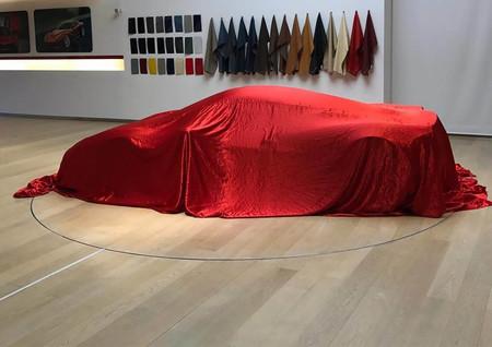 Bajo esta lona se esconde el nuevo one-off de Ferrari (sí, uno más)