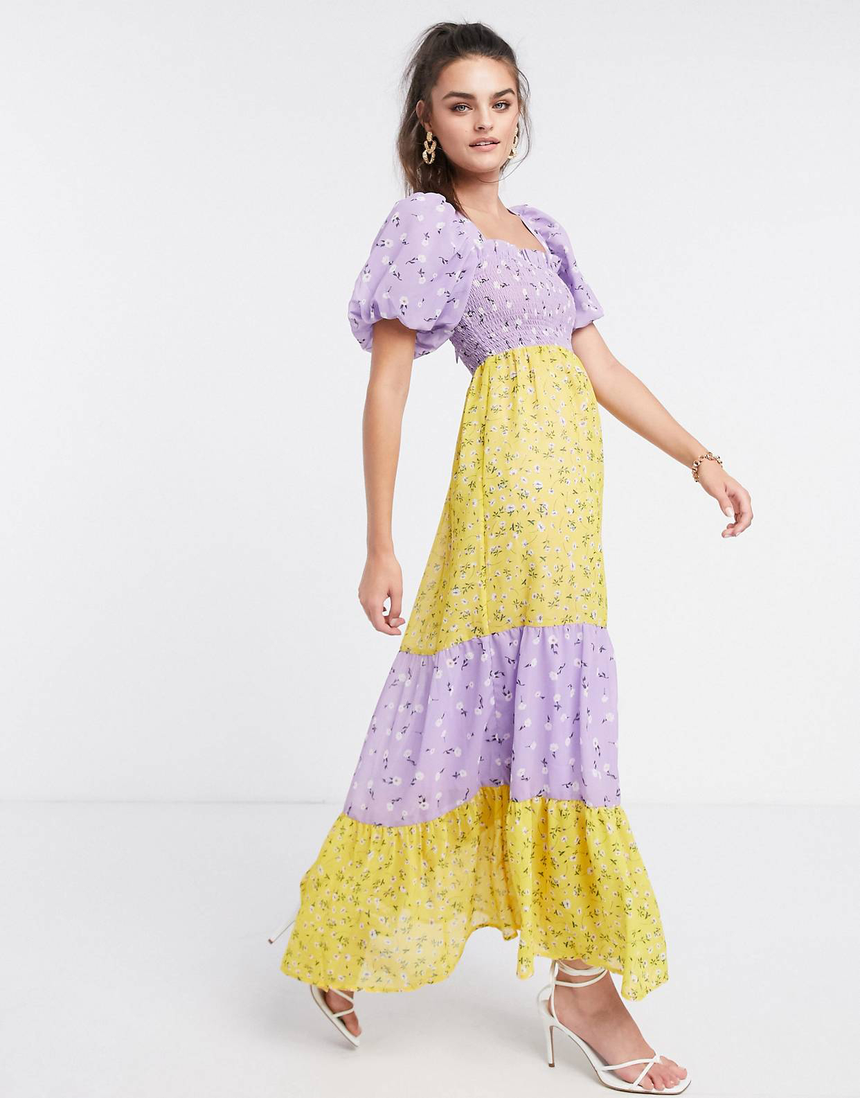 Vestido largo a capas con corpiño fruncido, manga abullonada y estampado floral combinado de ASOS DESIGN
