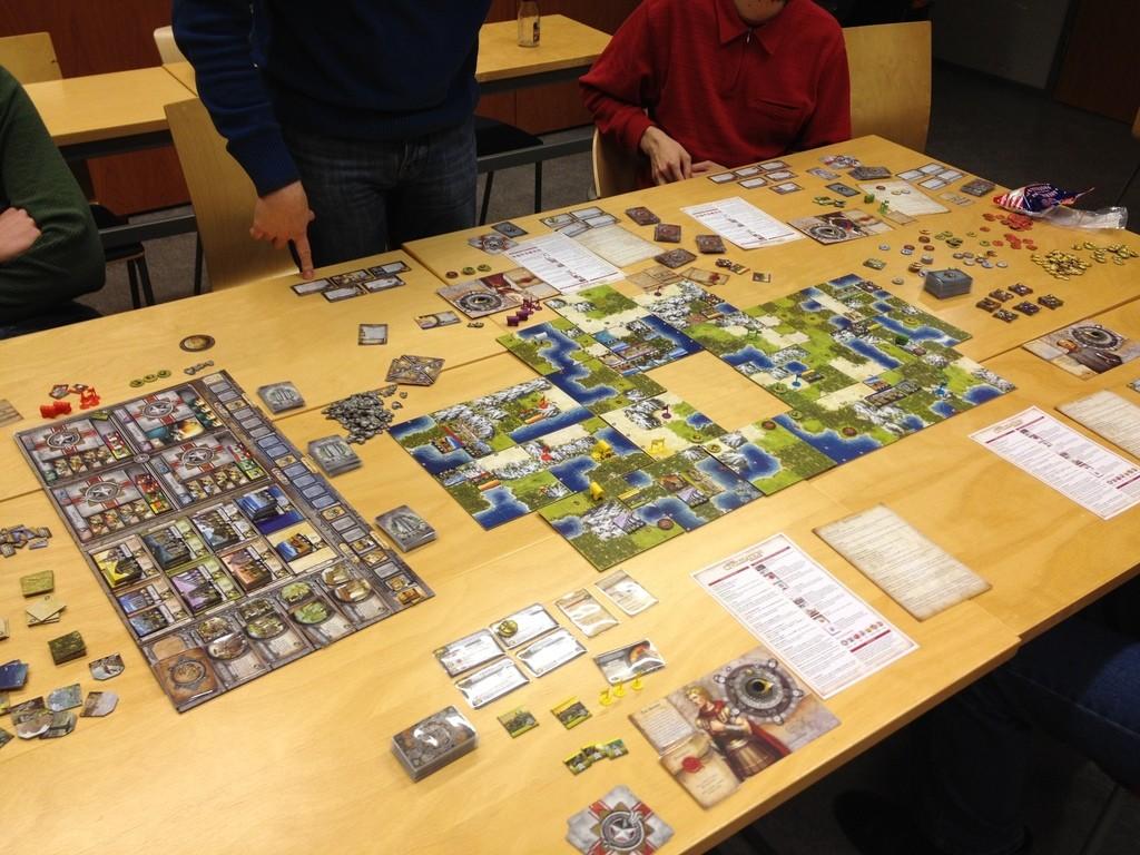 Morguena los 17 mejores juegos de mesa basados en videojuegos for Gears of war juego de mesa